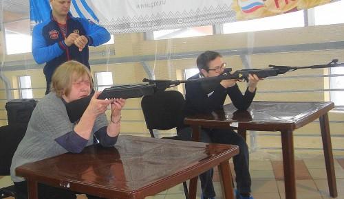 Пенсионерка из Конькова стала третьей на окружных соревнованиях по стрельбе