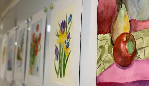 Выставка участников проекта «Московское долголетие» открылась в центре «Коньково»