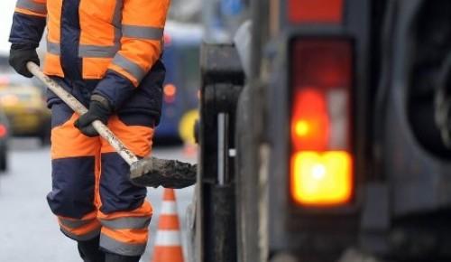 127 ям отремонтировали специалисты Жилищника за три дня