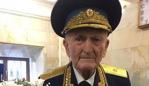 Сергей Собянин наградил ветерана из ЮЗАО