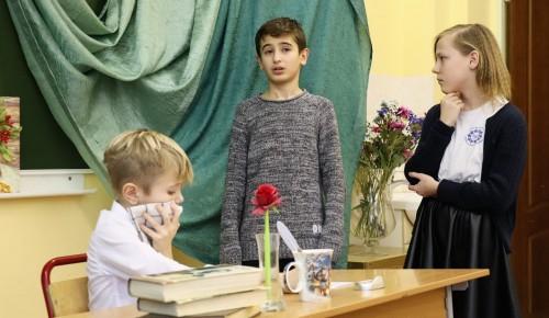 Ученики школы №17 превратили обычный классный час, посвященный Чехову, в незабываемое мероприятие