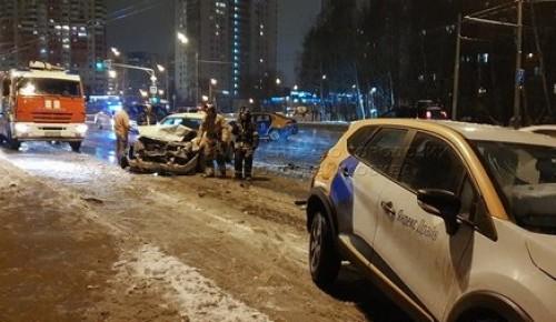 В районе Коньково столкнулись три автомобиля