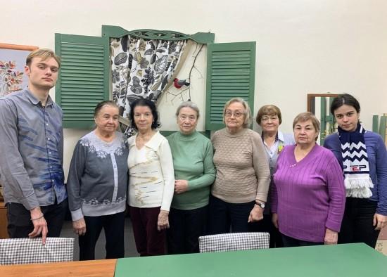 Блокадники и активисты «Молодой гвардии» пообщались за чаепитием
