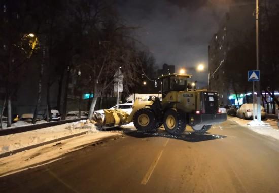 За ночь с территории района Коньково вывезено свыше 470 кубометров снега