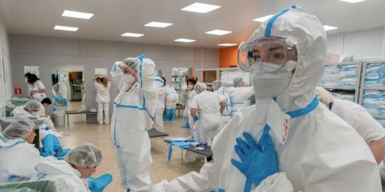 Собянин утвердил размер допвыплат лечащим COVID-19 медработникам