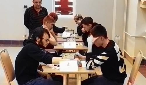 «Юго-Запад» пробился на городской этап турнира по шашкам