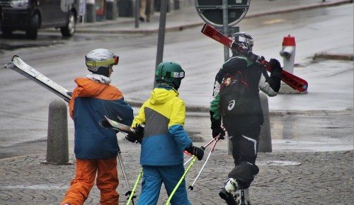 Состязания лыжников в Котловке не отменили, но пока перенесли