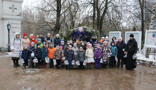 В Котловке вручили рождественские подарки детям из многодетных семей