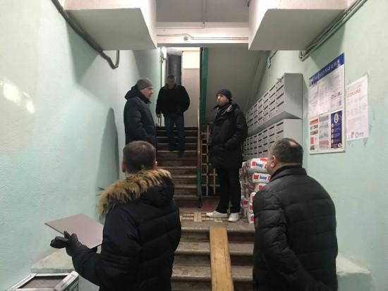 Глава управы проинспектировал ход ремонтных работ в домах на Нагорной
