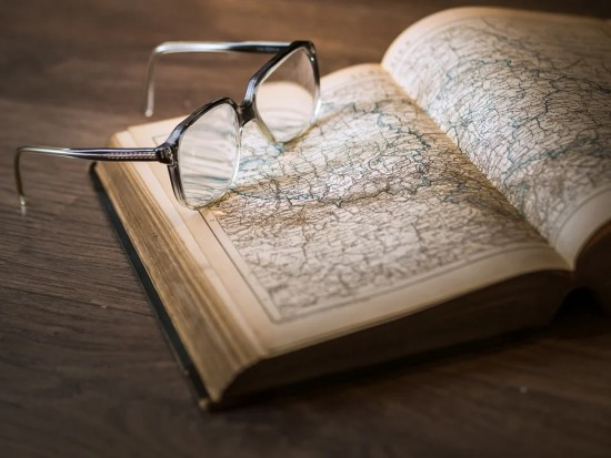 Пожилым читателям библиотеки №182 могут доставить книги на дом
