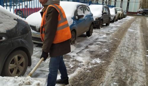 """""""Жилищник"""" Ломоносовского района устраняет последствия снегопада. Фоторепортаж"""
