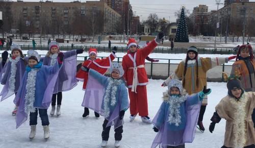 """Юные фигуристы выступили в парке """"Надежда"""""""