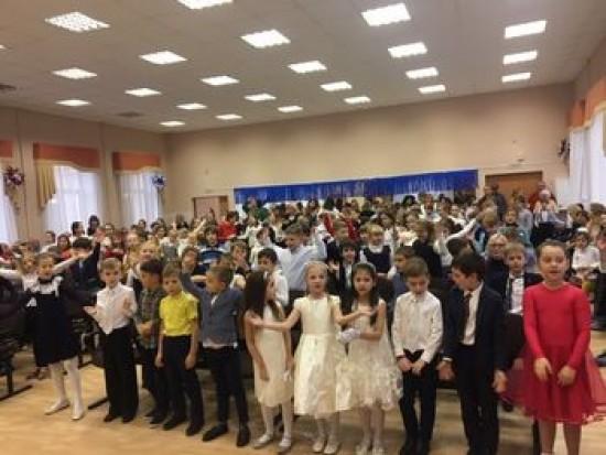 В школе № 118 прошел новогодний концерт «Новый год у ворот»