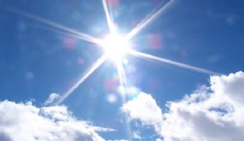 Аномально теплая и сухая погода ожидается в Москве в понедельник.