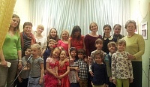 """Праздничный концерт """"Поздравляем мам"""" в СДЦ """"Лабиринт"""""""