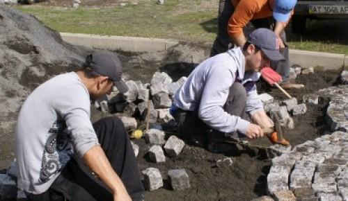 Несколько подрядных организаций обустроят Обручевский район
