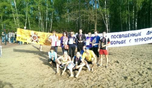 На окружных соревнованиях по пляжному волейболу женская команда Обручевского района заняла II место
