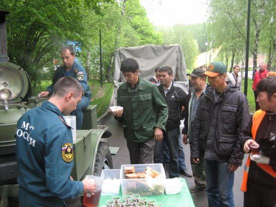 Жители ЮЗАО приняли участие во всероссийской акции МЧС России «Чистый берег»