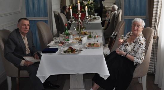 Супруги из Обручевского района отметили Бриллиантовую свадьбу