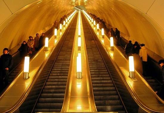 Сегодня должен завершиться ремонт эскалатора на станции метро «Нахимовский проспект»