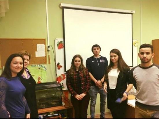 Парламентарии Обручевского района подарили школе-интернату №108 двух черепашек