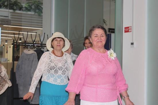 Участники «Московского долголетия» устроили показ мод