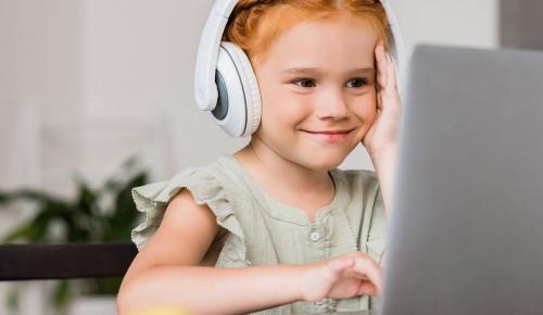 В дистанционном обучении школьникам Теплого Стана помогают цифровые сервисы