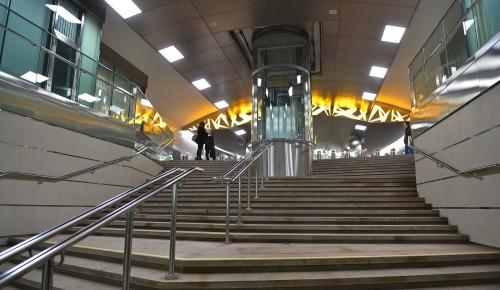 Вестибюли станции метро «Тропарево» пока останутся закрытыми