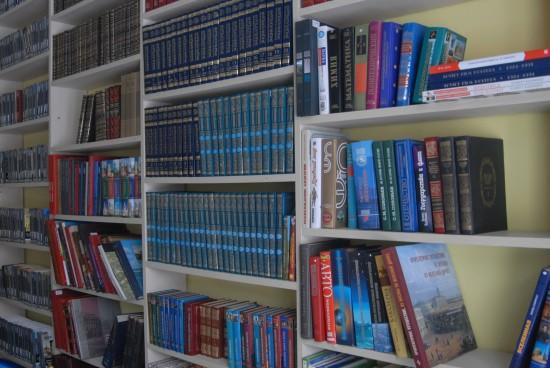 Пожилым людям книги из библиотеки доставят на дом