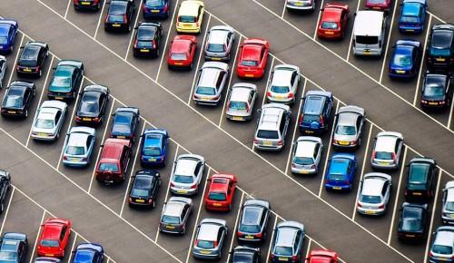 На ряде улиц Москвы стоимость парковки будет снижена