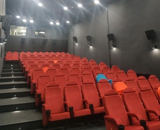 Кинотеатр «Салют» в Академическом районе открыли после модернизации