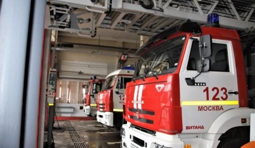 При пожаре в одной из квартир на Юго-Западе Москвы спасли 11 человек