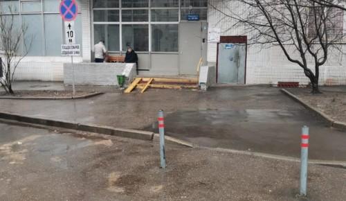 На Старобитцевской улице установили антипарковочные столбики