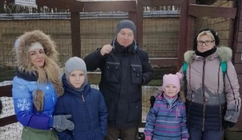 Гости Битцевского леса прогулялись по экотропе и познакомились с козами