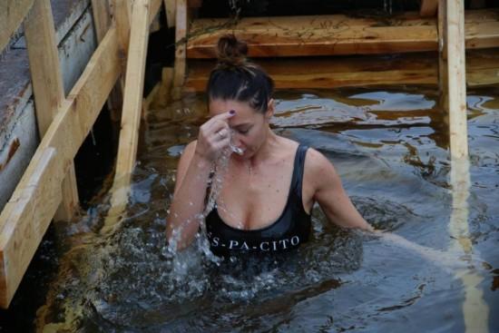 Традиционные крещенские купания прошли в ночь с 18 на 19 января