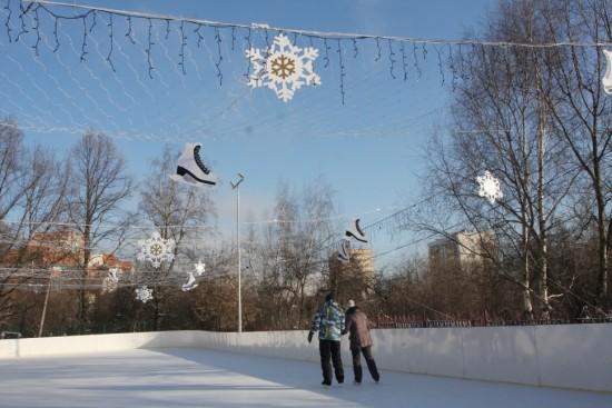В «Веселых стартах» на льду приняли участие двести человек