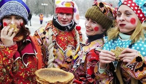 На площадке между Тарусской и Ясногорской жители Ясенева встретили Масленицу