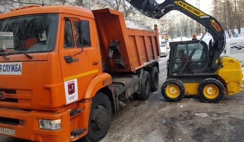 Коммунальщики района ликвидируют последствия снегопада