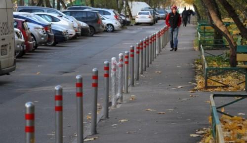 По просьбам жителей в районе Южное Бутово устанавливают антипарковочные столбики