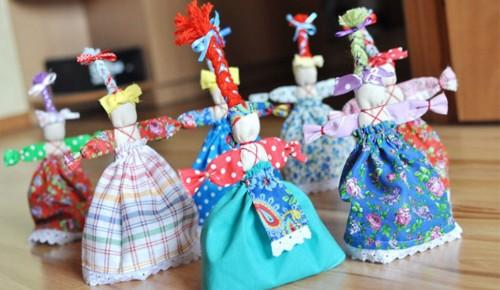 В школе прошёл мастер-класс по изготовлению куклы-веснянки