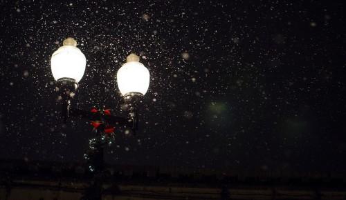 Специалисты «Моссвета» восстановили освещение в сквере на пересечении Болотниковской и Керченской