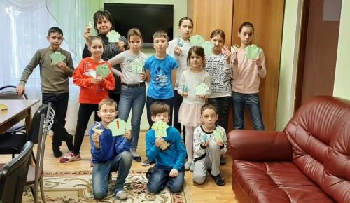 В семейном цетре «Зюзино» сделали открытки к 23 февраля