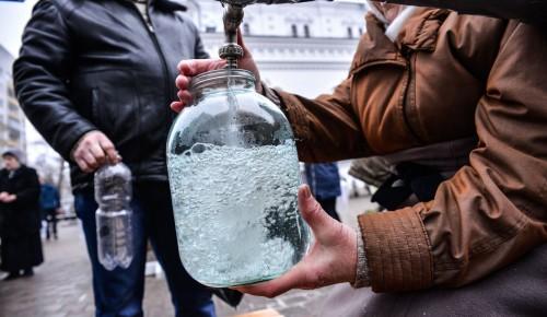 Добровольцы социальной службы Храма Бориса и Глеба в Зюзине доставили Крещенскую воду пожилым и инвалидам на дом