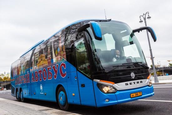 «Добрый автобус» отвез активистов «Московского долголетия» из Зюзина в Троице-Сергиеву Лавру на экскурсию