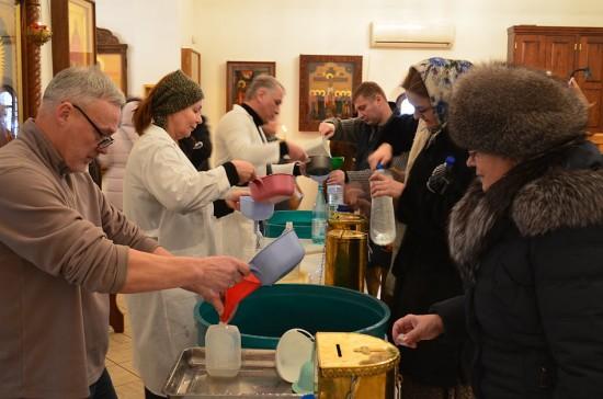 Жители Зюзина смогут набрать крещенской воды в храмах, действующих на территории района
