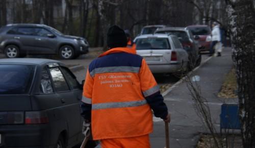 На Сивашской, 4 к.1 починили подъездную дверь
