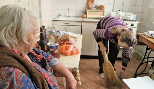 Пожилым жителям Зюзина с бытовыми проблемами помогут социальные работники и волонтеры