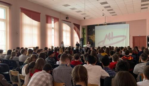 Сотрудники КДН Зюзино прочитали лекцию о вреде алкоголя, сигарет и наркотиков в школе №538