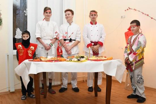 ЦССВ «Каховские ромашки» встретил Новый год в традициях разных стран