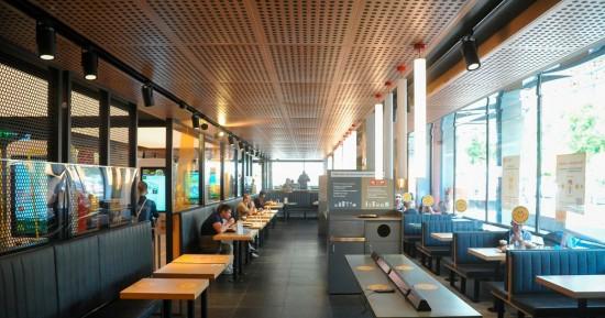 В Москве отменяют ограничения на ночную работу ресторанов и клубов